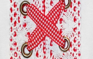 closure 1872081 1920 Todo sobre los complementos y las telas Vichy en verano. ¡Complementa tu outfit!