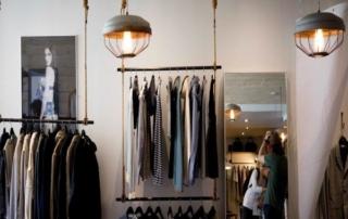 clothing store 984396 1280 1 Claves para entender el proceso de distribución comercial dentro del sector textil