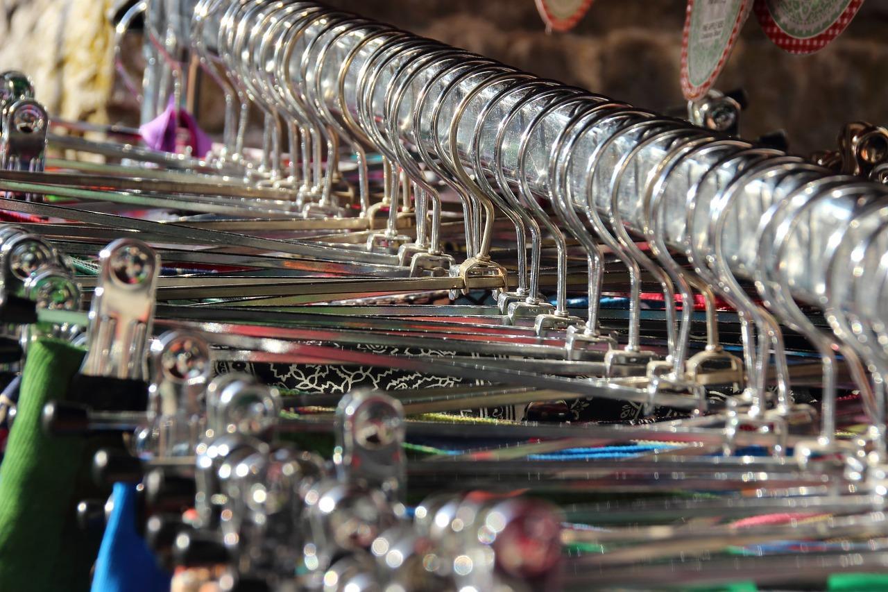 dresses 816033 1280 Claves para entender el proceso de distribución comercial dentro del sector textil