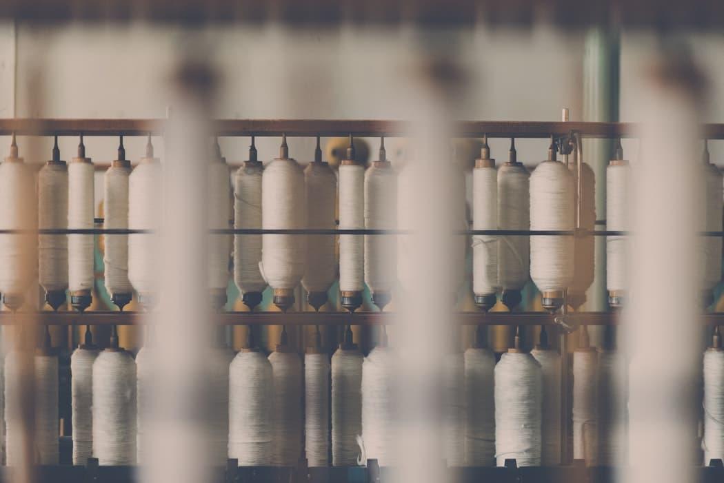 photo 1476683874822 744764a2438f Evolución de la industria y fábricas de textil en España