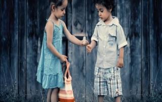 siblings 817369 1280 Telas Vichy infantiles. ¡Cada temporada de verano vuelven con más fuerza!
